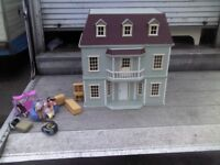 LARGE WOODEN DOLLS HOUSE WITH LOTS OF PLASTIC + WOODEN FURNITURE