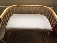 Co-sleeping babybay cot, with mattress and covers