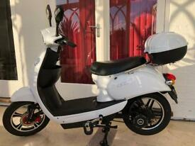 Eskuta SR250 White Electric Bike Moped EAPC scooter 32.8 miles only like new.