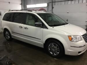 2010 Chrysler Town & Country Limitée