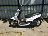 Peugeot Tweet 50cc Moped/Scooter. As new condition!