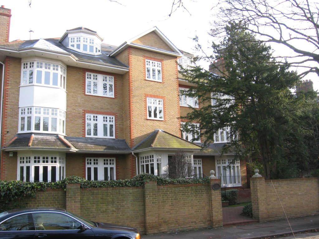 2 bedroom flat in 34 Artherberry Road, London
