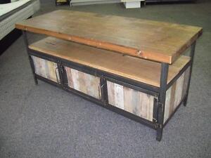 Meubles Éco-Logik, en acier, bois recyclé et bois de grange