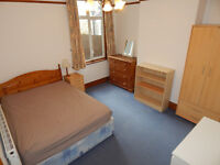 Large Double Room in Professional Houseshare (3 min from Earlsfield Station)