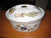 Royal Worcester Evesham Gold 7 Pint Oval Game Casserole - good condition - rare