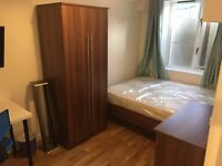 Luxury Double Room (Fiber WiFi, TV, Washing Machine, Cleaning Service) 5 Min Walk to Surrey Quays
