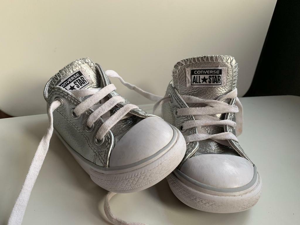 Toddler Converse size 7  38d6e9366