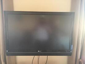 42 inch lg freeveiw tv with wall mounting
