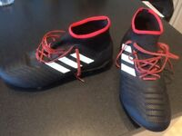 ADIDAS PREDATOR 18.2 FG CORE BLACK/WHITE/RED (Size 10) Almost new.