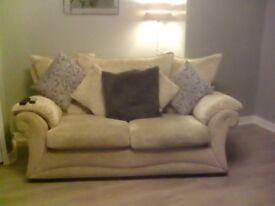 3+2 cream fabric suite good condition