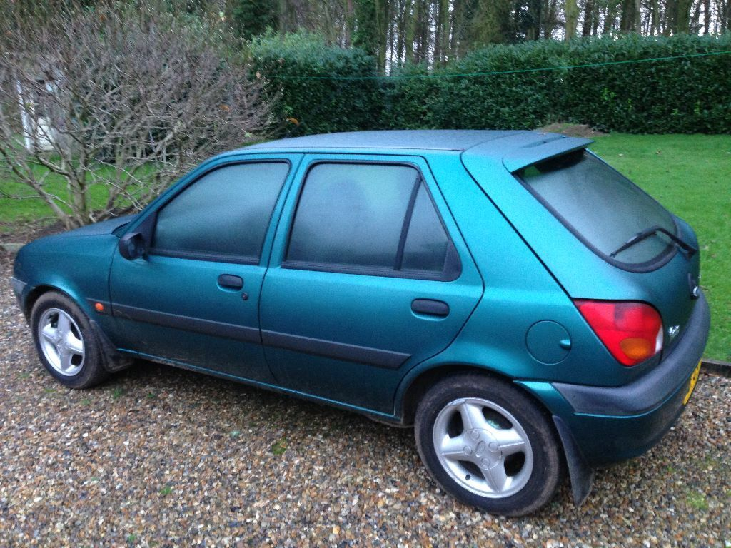 ford fiesta 1 8 diesel 51 plate green rust free shell drives but sold as spares or repair. Black Bedroom Furniture Sets. Home Design Ideas