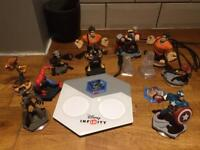 Disney infinity 2.0 avengers / Spider-Man and accessories