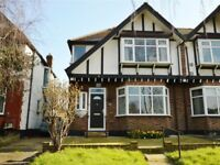 Roons to rent in NW4