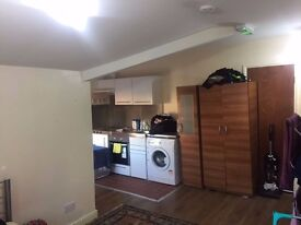 Lovely Studio Flat In Richmond Road Ilford Rent £850(All bills included)
