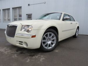 2010 Chrysler 300 limited, LEATHER, SUNROOF,  HEATED SEATS.