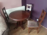 Extendable table 4 chairs