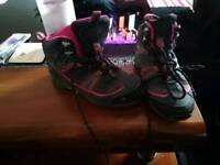 Girls gelent boots size 3