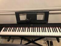 Piano keyboard: yamaha piaggero np-32
