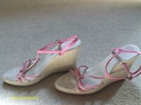 PINK STRAPPY SANDALS FROM NEW LOOK SIZE 4