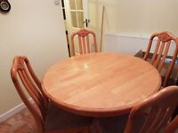 KITCHEN ROUND TABLE AND 4 CHAIRS