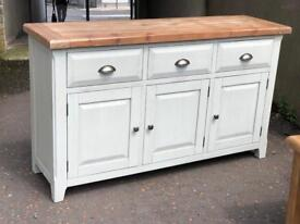 New/Ex-display**Stunning sideboard - Absolute bargain !!!