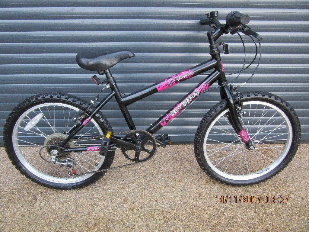 GIRLS SILVERFOX LIGHTWEIGHT BIKE IN VERY GOOD LITTLE USED CONDITION.. (SUIT APPORX. AGE. 6 / 7+)..