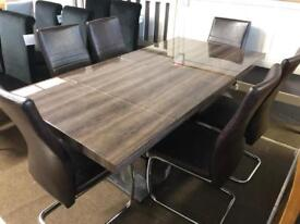 Ex-display**Stunning high gloss extendable table and 6 chairs
