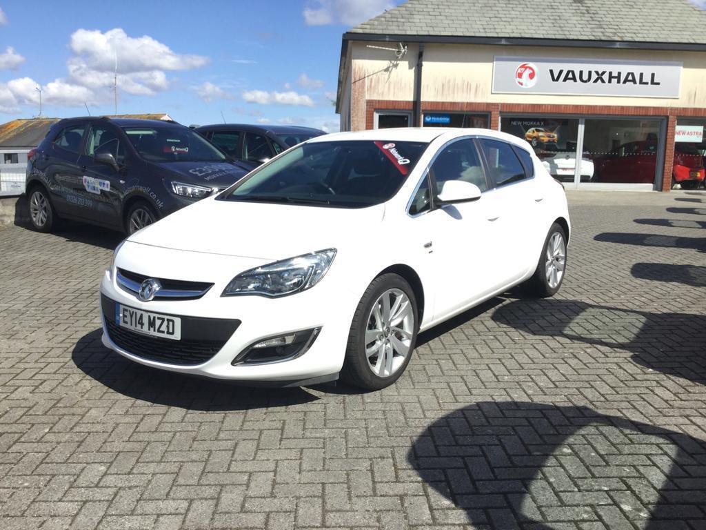 Vauxhall Astra 2.0 CDTi 16V ecoFLEX SRi 5dr (white) 2014
