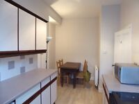 Newly Redecorated One Bed Flat, with kitchen/dining room, on quiet street close to Hospital & Uni