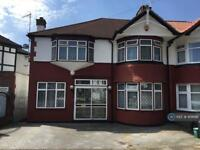 5 bedroom house in Helena Road, London, NW10 (5 bed)