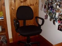 computer office chair on 4 runners can move easily excellent conditionc