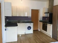 PRIVATE LANDLORD TOWN CENTRE FURNISHED MODERN STUDIO FLAT MODERN WITH BALCONY