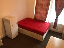 LARGE DOUBLE ROOM TO LET IN EASTHAM ZONE3 INCLUDING BILLS
