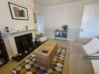 1 bedroom flat in Chiswick Village, London, W4 (1 bed) (#1030353)