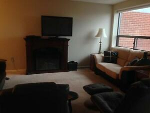 FURNISHED, INCLUSIVE DT CONDO! AMAZING LOCATION! 909-165 Ontario Kingston Kingston Area image 6