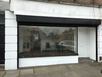 Shop / Office with secured Yard to let on Uxbridge Road.