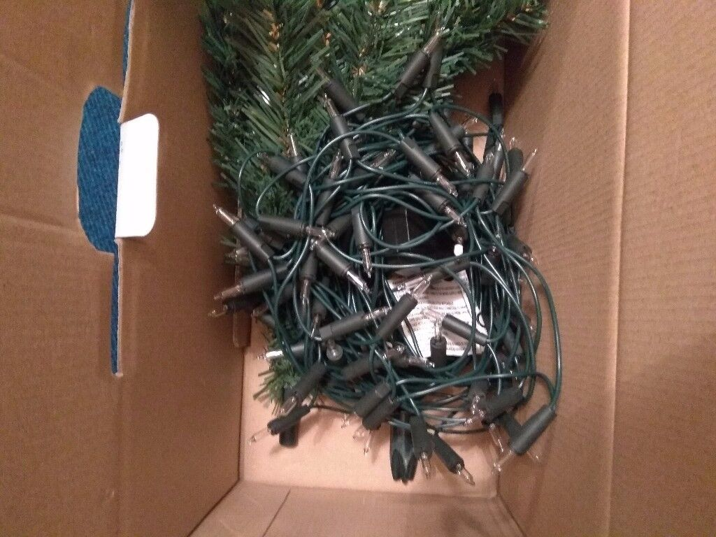 Christmas tree 6ft with decorations and lights