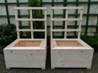 Pair of Planters with trellis back NEW
