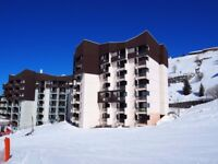 3 Valleys Reduced price. Powder Alert! Available New Year. Ski to the door. 6 person apartment.