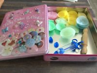 Decorative Tin with Petit Fours cases in various colours with icing tube/plunger & 2 changable ends.