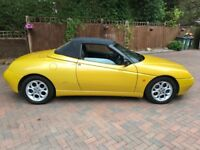 Zoe yellow Alfa spider 2000cc in beautiful condition these cars are getting very rare