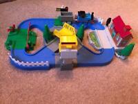 Thomas the tank engine magnetic play set