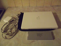 MACBOOK 13 INCH 2.13 GHZ CORE 2 DUO 4GB RAM 300 GB HD + SPARE BATTERY + CASE