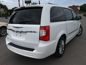 2016 Chrysler Town & Country Touring L Pwr.Sliding Doors|Heated  Peterborough Peterborough Area image 5