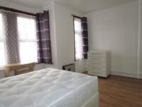 Large and cozy doublebedroom next to LONDON BRIDGE station!