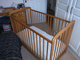Online4baby Eva cot and mattress