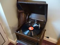 beautiful vintage 1930s (HMV) his masters voice 78 speed gramophone with five english records, £145.