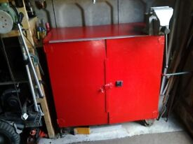 tool chest/ WORKBENCH with large Record vice (No5)