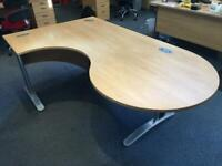 FREE - Workstation with meeting table area
