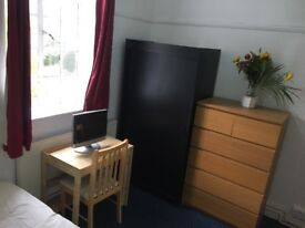 Beautiful Bright and Spacious Room in the Heart Of Shepherds Bush